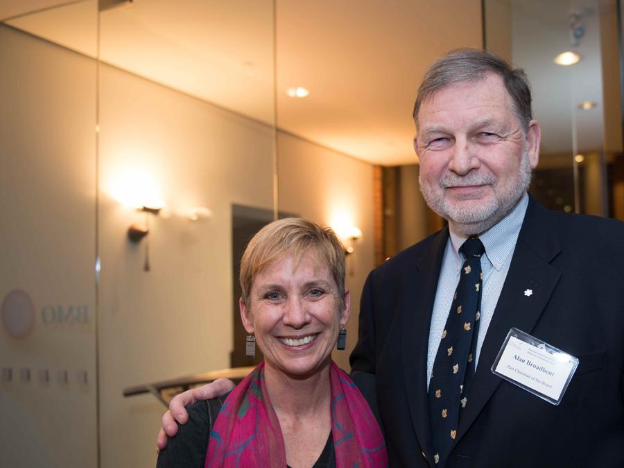 Kim Echlin et Alan Broadbent, bénévoles de la Fondation Boursiers Loran. Nous remercions tous nos bénévoles et nos partenaires.