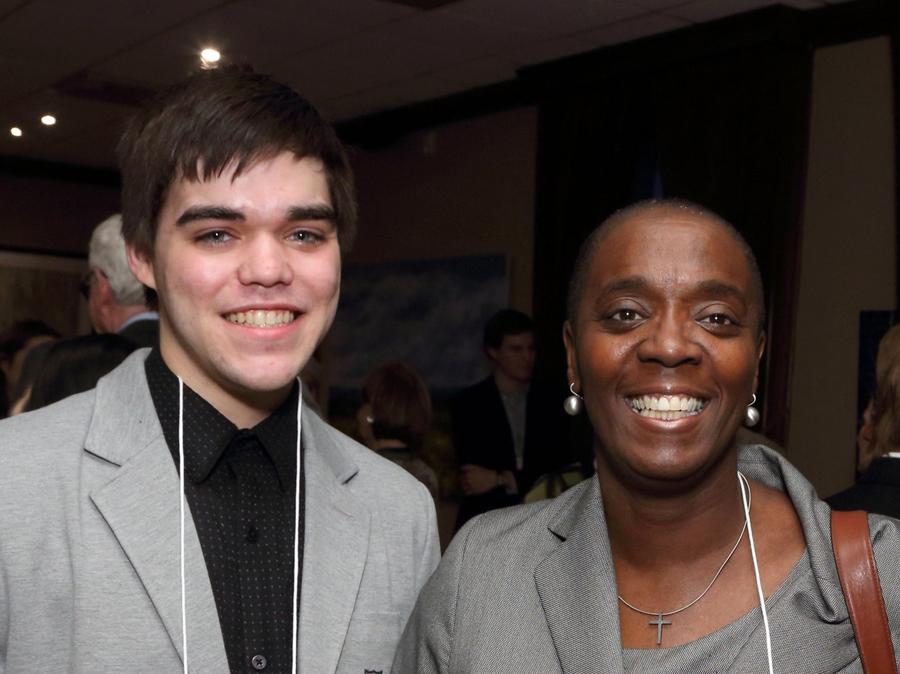 Ryan Jamula (Boursier Loran 2014) et Dawn Williams, mentor bénévole. Nous remercions tous nos bénévoles et nos partenaires.